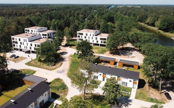 [GVA] Makelaar zet 20 woningen en 28 appartementen 'Atoomdorp' te koop